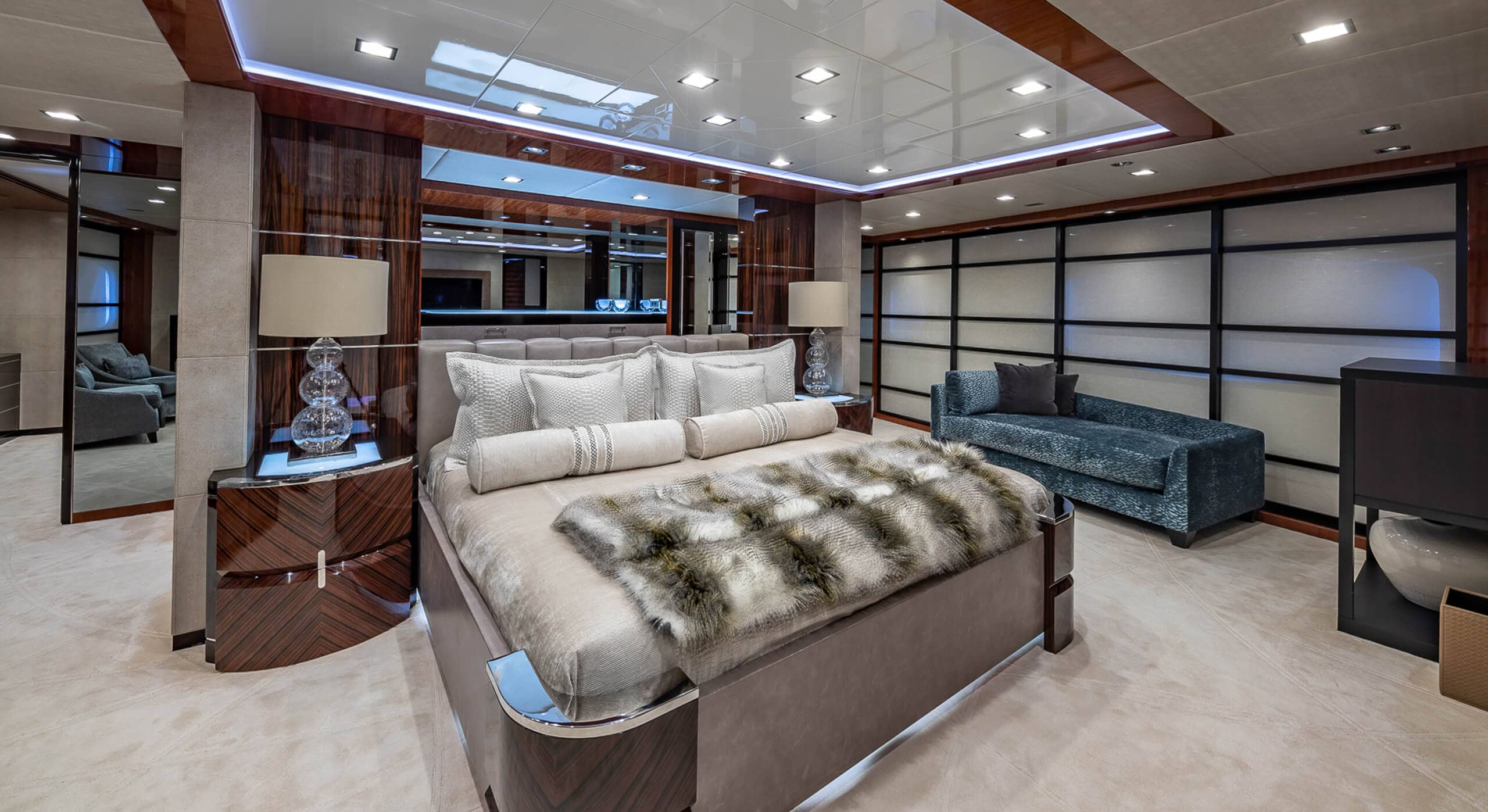 TURQUOISE YACHT FOR CHARTER